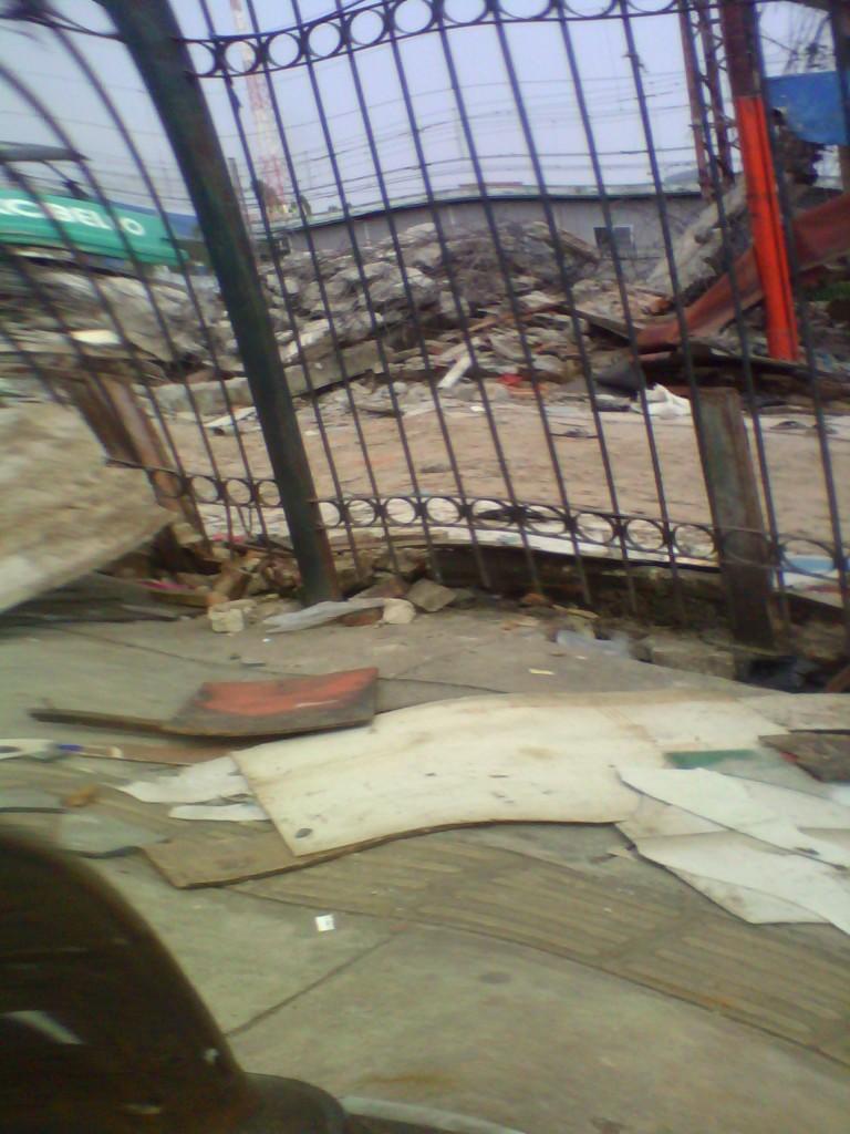 penghancuran bangunan kios di kawasan stasiun kereta api  bogor