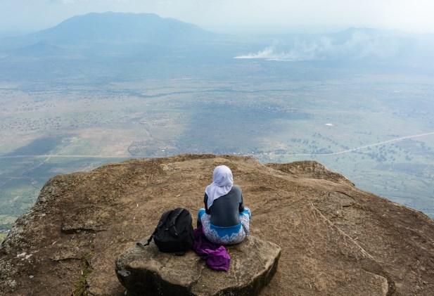 Tips Aman Mendaki Untuk Perempuan Berhijab