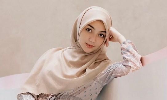 Tips Memilih Pelembut Pakaian untuk Hijab ala Citra Kirana